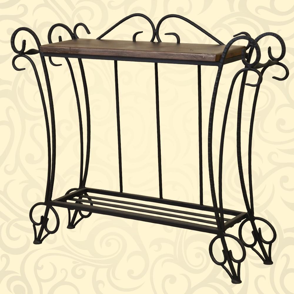 Столик с деревянной столешницей