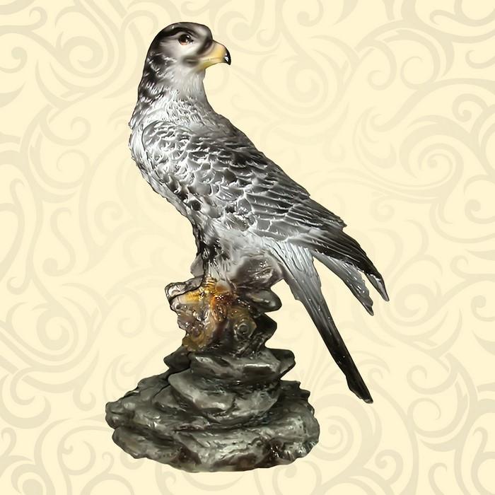Декоративная фигура сокол
