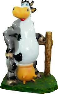 Корова у забора U07476