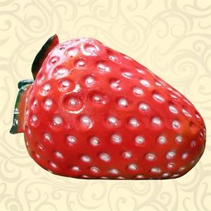 Декоративная фигура клубника